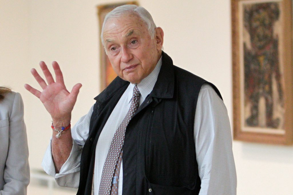 Leslie Wexner to step down, L Brands to sell Victoria's Secret